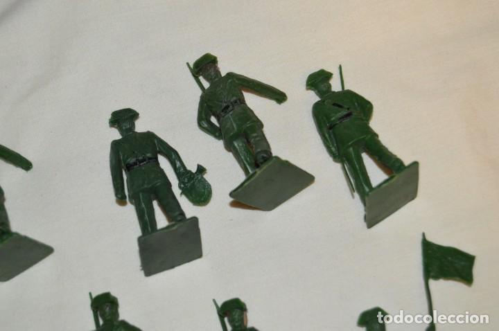 Figuras de Goma y PVC: ANTIGUO - VINTAGE - LOTE DE 9 FIGURAS DE GUARDIAS CIVILES DESFILANDO - REAMSA GOMARSA - ¡Mira! - Foto 10 - 160178166