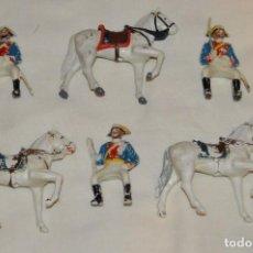 Figuras de Goma y PVC: ANTIGUO - VINTAGE - LOTE DE 3 FIGURAS DE GUARDIAS CIVILES A CABALLO - REAMSA GOMARSA - ENVÍO 24H. Lote 160178382