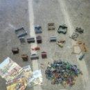 Figuras de Goma y PVC: MONTAPLEX OESTE POBLADO Y FUERTES SOLDADOS INDIOS. Lote 160355268