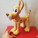 Figuras de Goma y PVC: ANTIGUO GRAN MUÑECO WALT DISNEY PLUTO DE FAMOSA GOMA FIGURA ARTICULADA JUGUETE. Lote 160483362