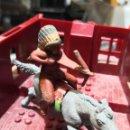 Figuras de Goma y PVC: 2 FIGURAS DE GOMA INDIO COMANCHE Y CABALLO REAMSA. Lote 160523118
