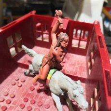 Figuras de Goma y PVC: 2 FIGURAS DE GOMA INDIO COMANCHE Y CABALLO REAMSA. Lote 160525394