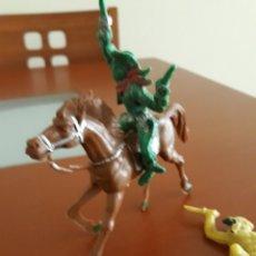 Figuras de Goma y PVC: FIGURA VAQUERO A CABALLO E INDIO POSIBLE LAFREDO SERIE GRANDE. Lote 160673170