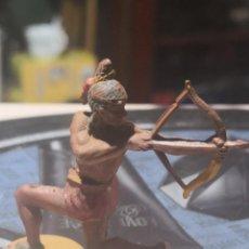 Figuras de Goma y PVC: FIGURA DE GOMA DE UN INDIO DESMONTABLE DE LA MARCA GAMA - AÑOS 50. Lote 199094766