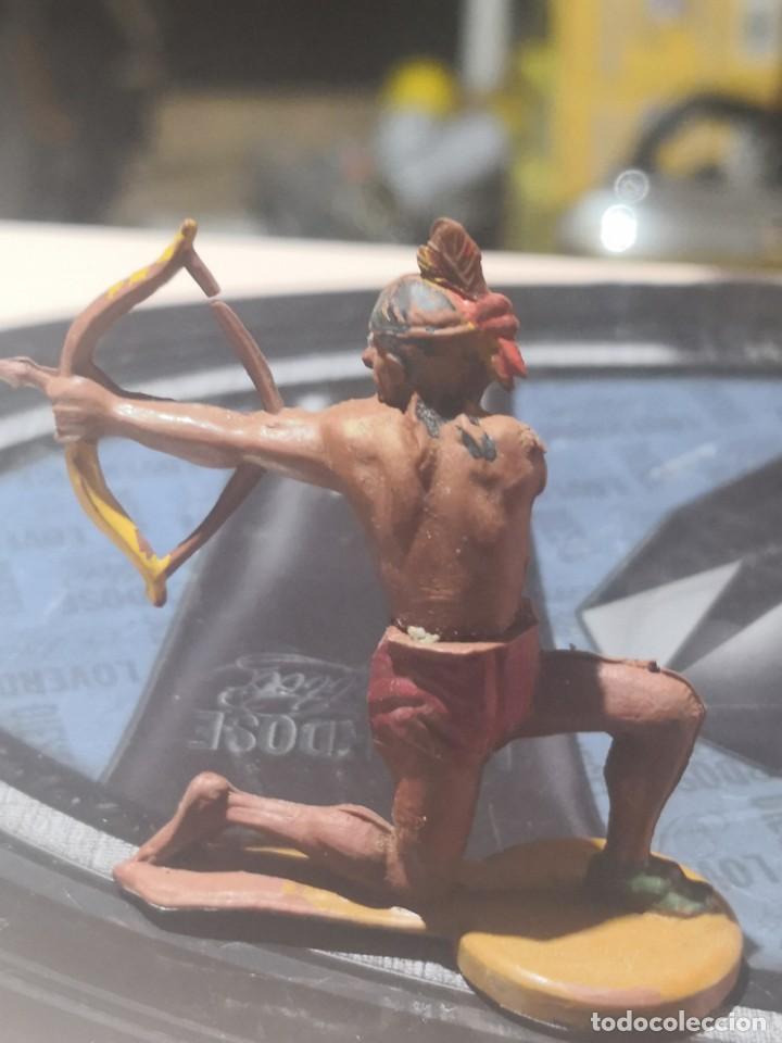 Figuras de Goma y PVC: FIGURA DE GOMA DE UN INDIO DESMONTABLE DE LA MARCA GAMA - AÑOS 50 - Foto 3 - 161238206