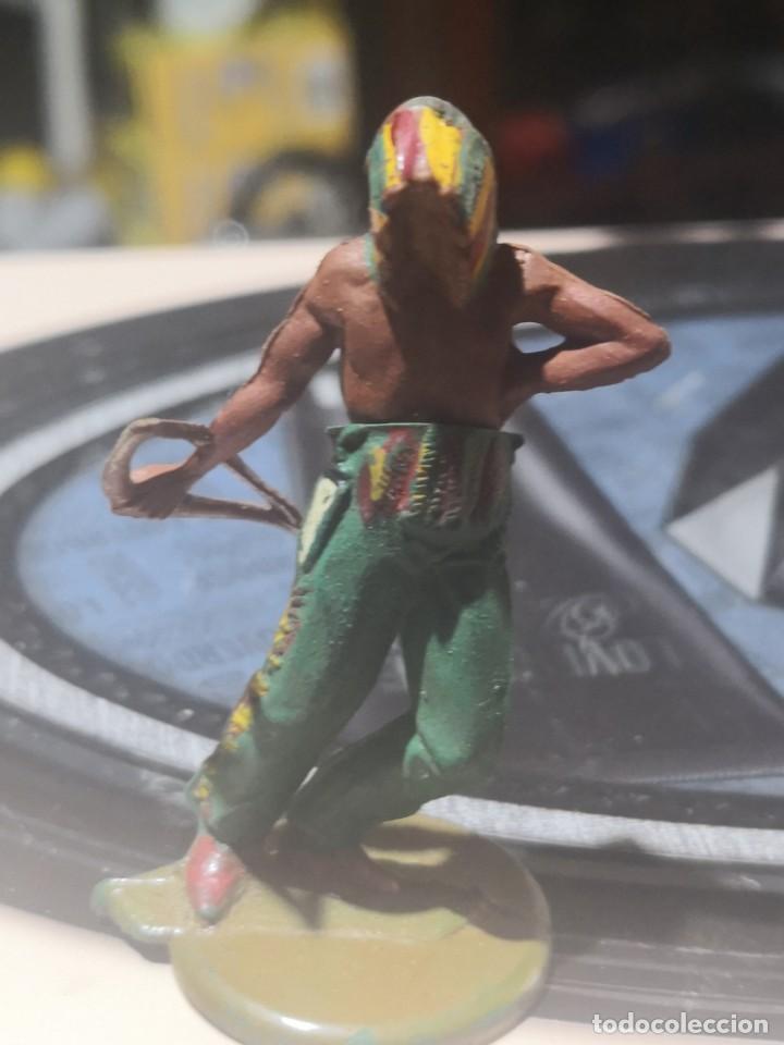 Figuras de Goma y PVC: FIGURA DE GOMA DE UN INDIO DESMONTABLE DE LA MARCA GAMA - AÑOS 50 - Foto 2 - 161238310