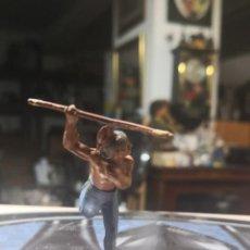 Figuras de Goma y PVC: FIGURA DE GOMA DE UN INDIO DESMONTABLE DE LA MARCA GAMA - AÑOS 50. Lote 161238650