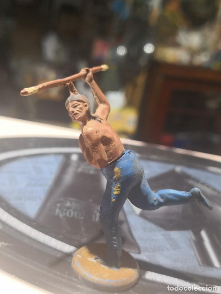 Figuras de Goma y PVC: FIGURA DE GOMA DE UN INDIO DESMONTABLE DE LA MARCA GAMA - AÑOS 50 - Foto 2 - 161238650