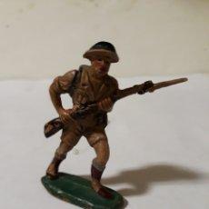 Figuras de Goma y PVC: FIGURA SOLDADO INGLES CON BAYONETA PECH EN GOMA. Lote 161411358
