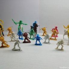 Figuras de Goma y PVC: LOTE FIGURAS PLASTICO INDIOS Y VAQUEROS... VARIOS TAMAÑOS.... Lote 161507161