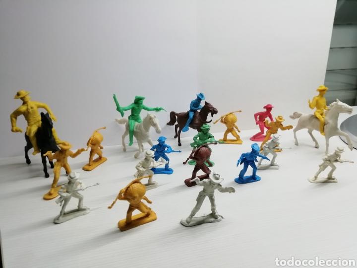 Figuras de Goma y PVC: Lote Figuras plastico Indios y Vaqueros... Varios tamaños... - Foto 2 - 161507161