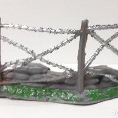 Figuras de Goma y PVC: DEFENSA - SACOS CON ALAMBRADA . REALIZADA POR COMANSI . AÑOS 60. Lote 161758390