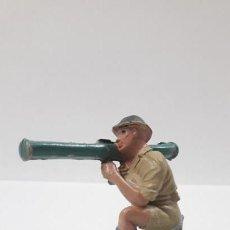 Figuras de Goma y PVC: SOLDADO INGLES EN POSICION DE DISPARO . REALIZADO POR PECH . AÑOS 50 EN GOMA. Lote 162738142