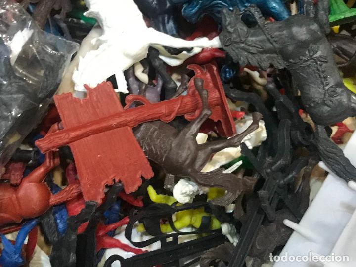 Figuras de Goma y PVC: LOTE INDIOS Y VAQUEROS COMANSI y otras marcas - Foto 4 - 162772510