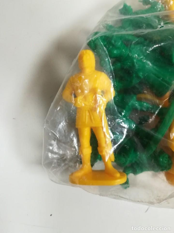 Figuras de Goma y PVC: Bolsa sin abrir 20 figuras El jorobado de notre dame años 90 COMICS SPAIN - Foto 2 - 162982833
