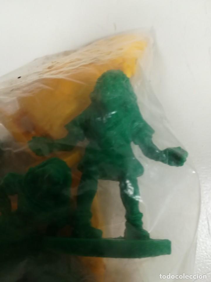 Figuras de Goma y PVC: Bolsa sin abrir 20 figuras El jorobado de notre dame años 90 COMICS SPAIN - Foto 6 - 162982833
