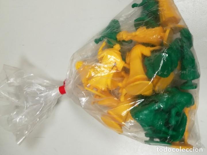 Figuras de Goma y PVC: Bolsa sin abrir 20 figuras El jorobado de notre dame años 90 COMICS SPAIN - Foto 10 - 162982833