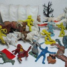 Figuras de Goma y PVC: LOTE FIGURAS DE PLÁSTICO, SOLDADOS, OESTE, INDIOS, VAQUEROS, COWBOYS, CABALLOS, CARRETA. Lote 163559060