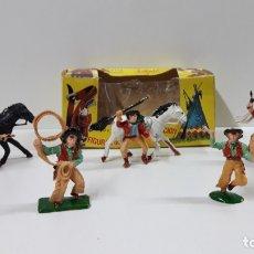 Figuras de Goma y PVC: CAJA ORIGINAL DE VAQUEROS A PIE Y A CABALLO . REALIZADA POR LAFREDO . AÑOS 60. Lote 163944494