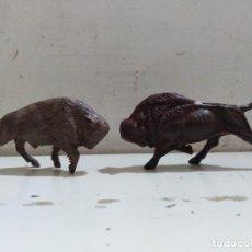 Figuras de Goma y PVC: PAREJA DE BÚFALOS RESMAS OESTE PVC VAQUEROS ZOO. Lote 163970034