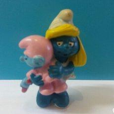 Figuras de Goma y PVC: FIGURA PVC PITUFINA CON PITUFIN BEBE PEYO MADE IN PORTUGAL. Lote 164004513