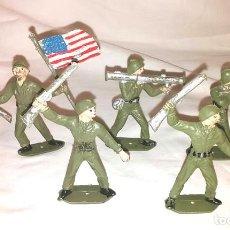 Figuras de Goma y PVC: EJERCITO AMERICANO 5 FIGURAS DE COMANSI AÑOS 70, ABANDERADO Y 4 SOLDADOS. Lote 164197022