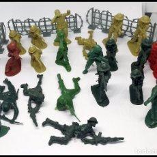 Figuras de Goma y PVC: LOTE SOLDADOS AÑOS 80 90 CON ACCESORIOS. Lote 165027566