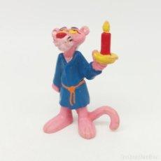 Figuras de Goma y PVC: PANTERA ROSA EN BATÍN CON VELA DE BULLY AÑO 1983. Lote 165132710
