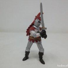Figuras de Goma y PVC: CABALLERO MEDIEVAL ESPADA. PAPO. Lote 165463254