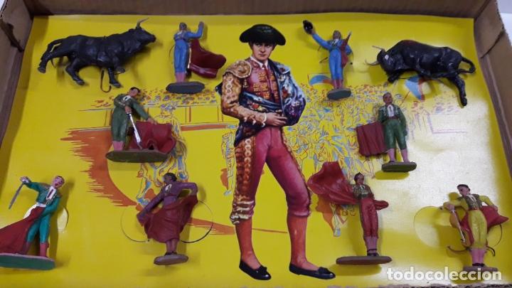 Figuras de Goma y PVC: CAJA ORIGINAL DE TOREROS Y TOROS . REALIZADA POR PECH . AÑOS 60 - Foto 2 - 165709130
