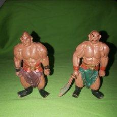 Figuras de Goma y PVC: PAREJA DE FIGURAS PVC LADRONES TURCOS ALIBABA Y LOS 40 LADRONES AÑOS 60. Lote 165773194
