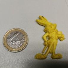 Figuras de Goma y PVC: DUNKIN - LOTE 4 PIN DE PLASTICO PROMOCION PIPAS CHURRUCA - BUGS BUNNY - WARNER BROS AÑOS 60. Lote 166440878