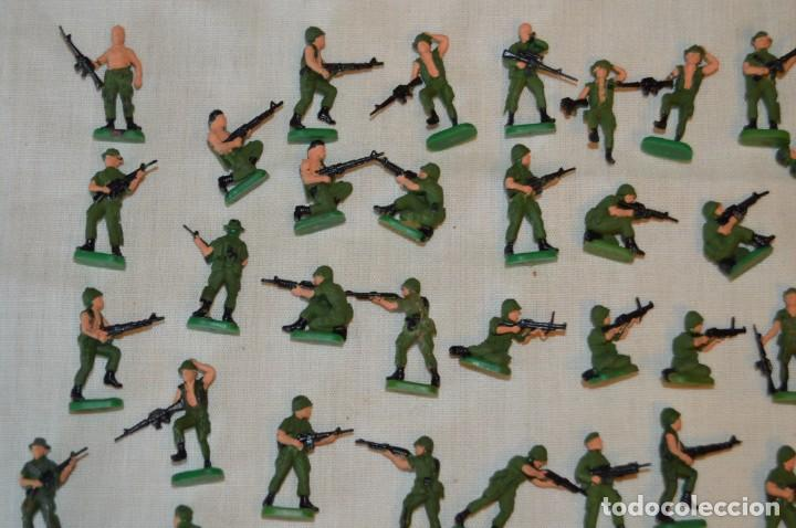 Figuras de Goma y PVC: Sobre 70 FIGURAS / MILITARES - Soldados tamaño similar MONTAPLEX - Sin identificar marca - Años 60 - Foto 2 - 166505898