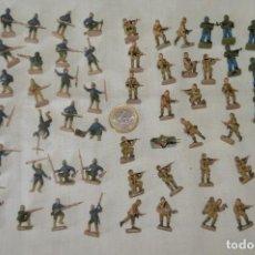 Figuras de Goma y PVC: SOBRE 68 FIGURAS / MILITARES - SOLDADOS TAMAÑO SIMILAR MONTAPLEX - SIN IDENTIFICAR MARCA - AÑOS 60. Lote 166507602