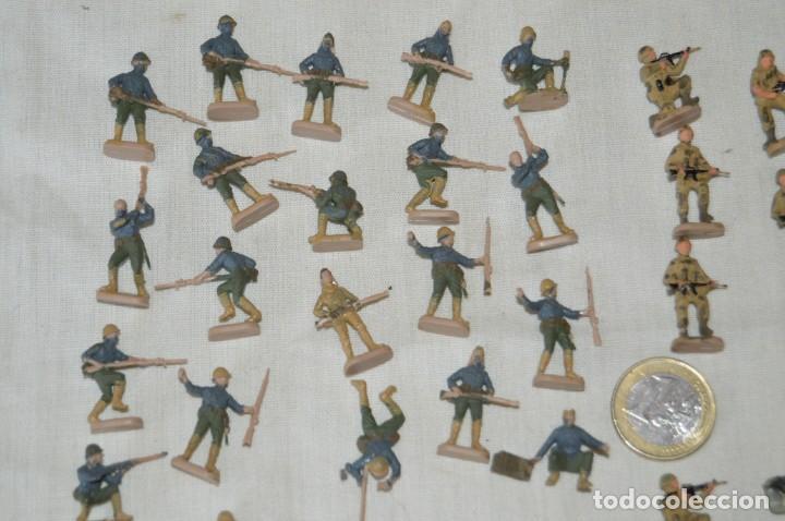 Figuras de Goma y PVC: Sobre 68 FIGURAS / MILITARES - Soldados tamaño similar MONTAPLEX - Sin identificar marca - Años 60 - Foto 2 - 166507602