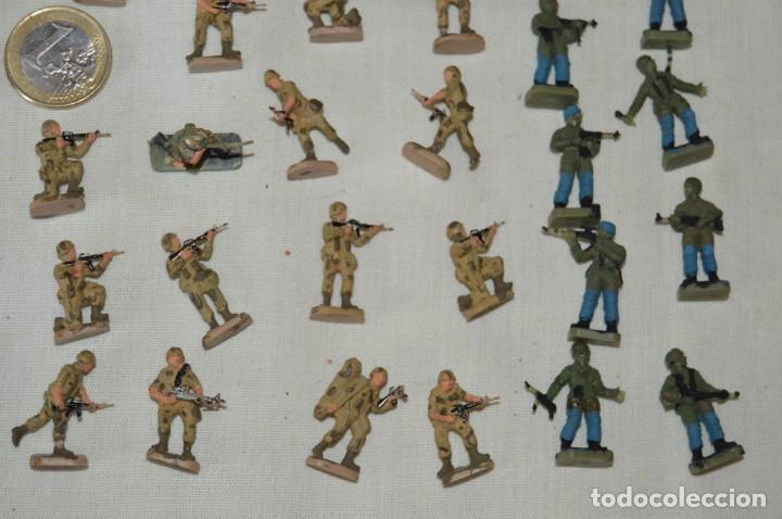 Figuras de Goma y PVC: Sobre 68 FIGURAS / MILITARES - Soldados tamaño similar MONTAPLEX - Sin identificar marca - Años 60 - Foto 5 - 166507602