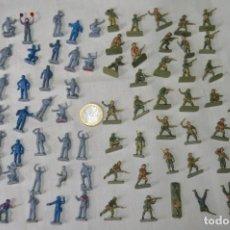 Figuras de Goma y PVC: SOBRE 68/70 FIGURAS / MILITARES - SOLDADOS TAMAÑO SIMILAR MONTAPLEX - SIN IDENTIFICAR MARCA AÑOS 60. Lote 166515194