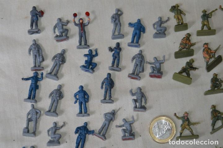Figuras de Goma y PVC: Sobre 68/70 FIGURAS / MILITARES - Soldados tamaño similar MONTAPLEX - Sin identificar marca Años 60 - Foto 2 - 166515194