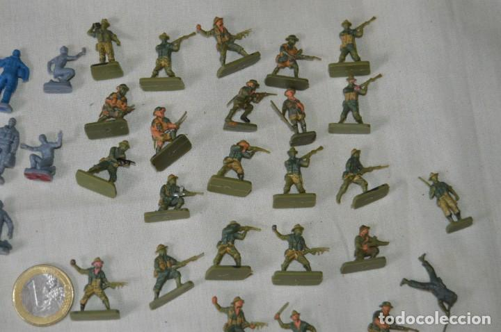 Figuras de Goma y PVC: Sobre 68/70 FIGURAS / MILITARES - Soldados tamaño similar MONTAPLEX - Sin identificar marca Años 60 - Foto 3 - 166515194