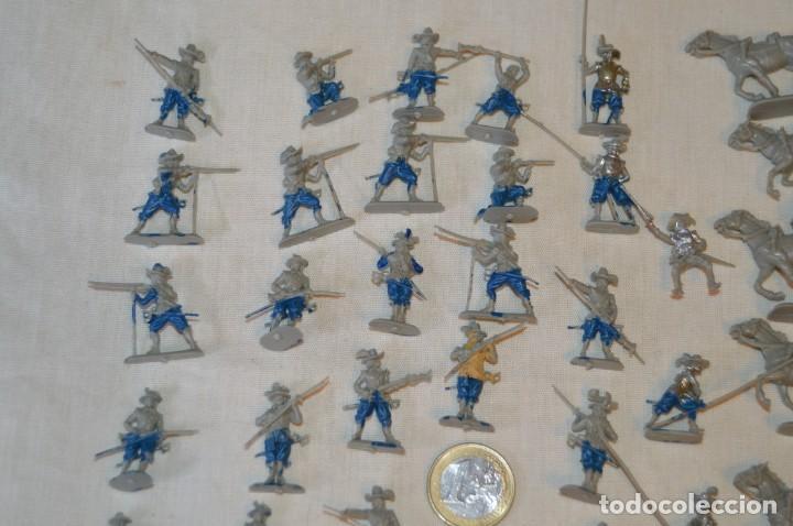 Figuras de Goma y PVC: Sobre 65 FIGURAS / MILITARES - Soldados tamaño similar MONTAPLEX - Sin identificar marca Años 60 - Foto 2 - 166555694