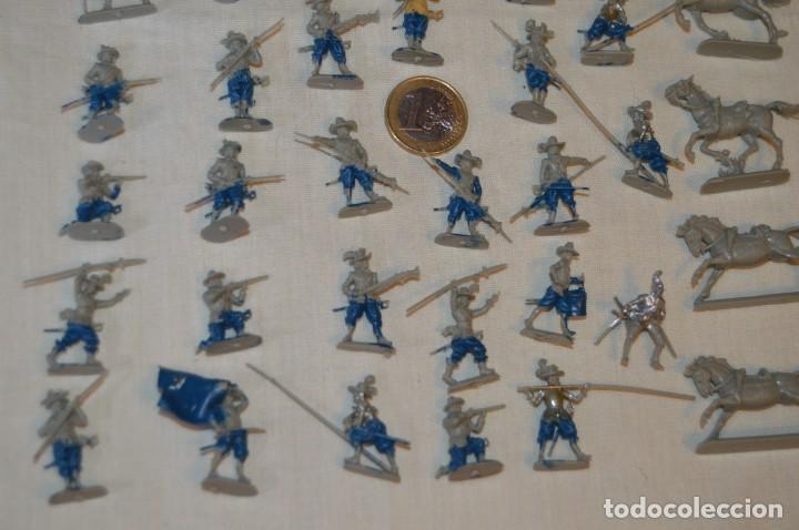 Figuras de Goma y PVC: Sobre 65 FIGURAS / MILITARES - Soldados tamaño similar MONTAPLEX - Sin identificar marca Años 60 - Foto 3 - 166555694