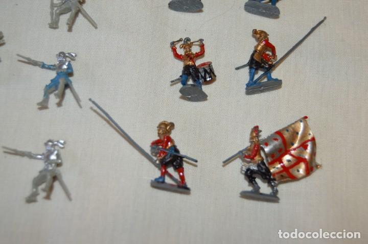 Figuras de Goma y PVC: Sobre 65 FIGURAS / MILITARES - Soldados tamaño similar MONTAPLEX - Sin identificar marca Años 60 - Foto 6 - 166555694