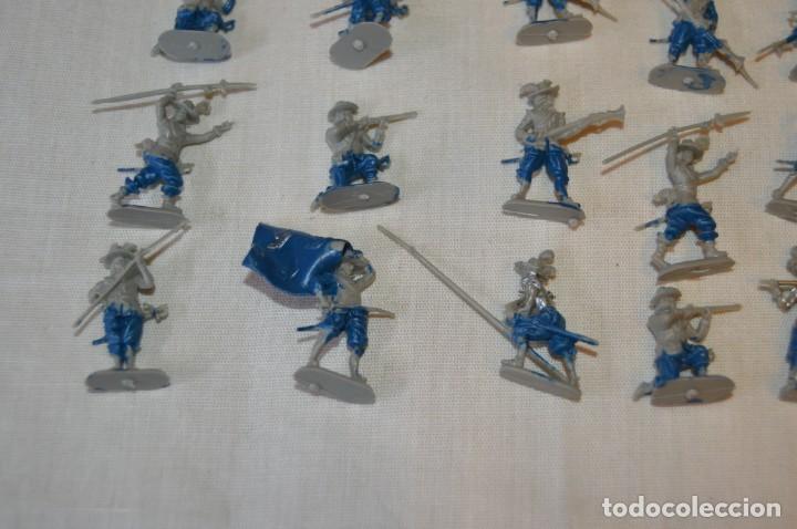Figuras de Goma y PVC: Sobre 65 FIGURAS / MILITARES - Soldados tamaño similar MONTAPLEX - Sin identificar marca Años 60 - Foto 7 - 166555694