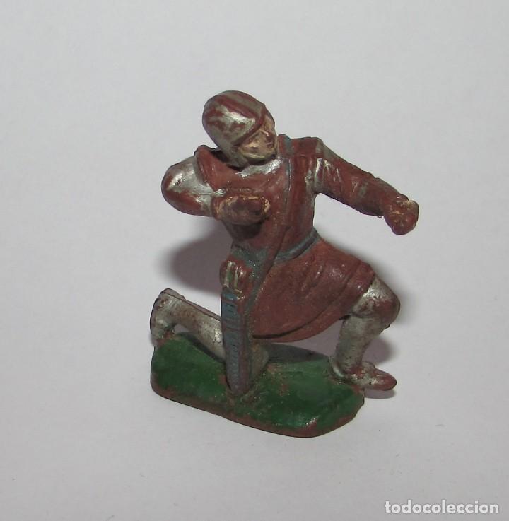 MEDIEVAL CON BALLESTA RODILLA EN EL SUELO - FIGURA PECH AÑOS 60 ORIGINAL (Juguetes - Figuras de Goma y Pvc - Pech)