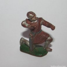 Figuras de Goma y PVC: MEDIEVAL CON BALLESTA RODILLA EN EL SUELO - FIGURA PECH AÑOS 60 ORIGINAL. Lote 166613306