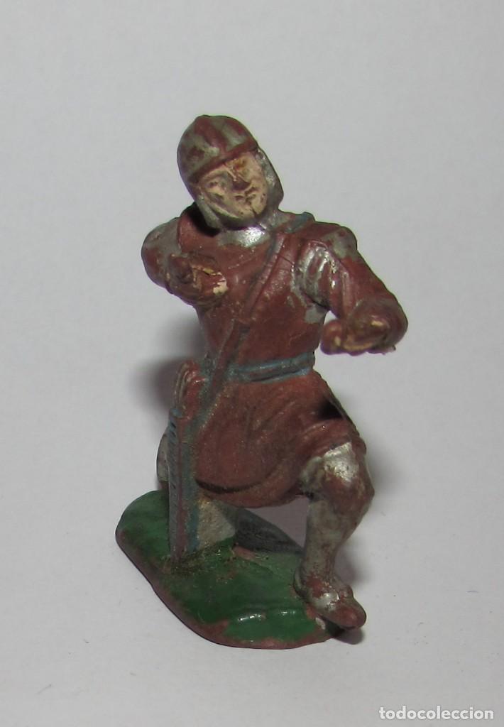 Figuras de Goma y PVC: MEDIEVAL CON BALLESTA RODILLA EN EL SUELO - FIGURA PECH AÑOS 60 ORIGINAL - Foto 2 - 166613306