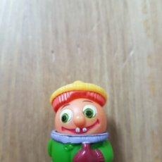 Figuras Kinder: FIGURA KINDER FERRERO ANTIGUA NIÑO INVIERNO VARIANTE MUÑECO AÑOS 80 90 MONOBLOC DIFÍCIL ENCONTRAR. Lote 166847128