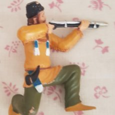 Figuras de Goma y PVC: == L20 - FIGURA CAZADOR DE COMANSI. Lote 166860380