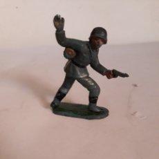 Figuras de Goma y PVC: FIGURA SOLDADO ALEMAN EN GOMA JECSAN,PECH,REAMSA. Lote 167343777