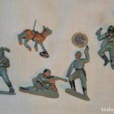 Figuras de Goma y PVC: LOTE DE SOLDADOS ALEMANES MÁS PERRO PASTOR ALEMAN - DE PECH - AÑOS 50/60 ¡MIRA FOTOGRAFÍAS/DETALLES!. Lote 167732556